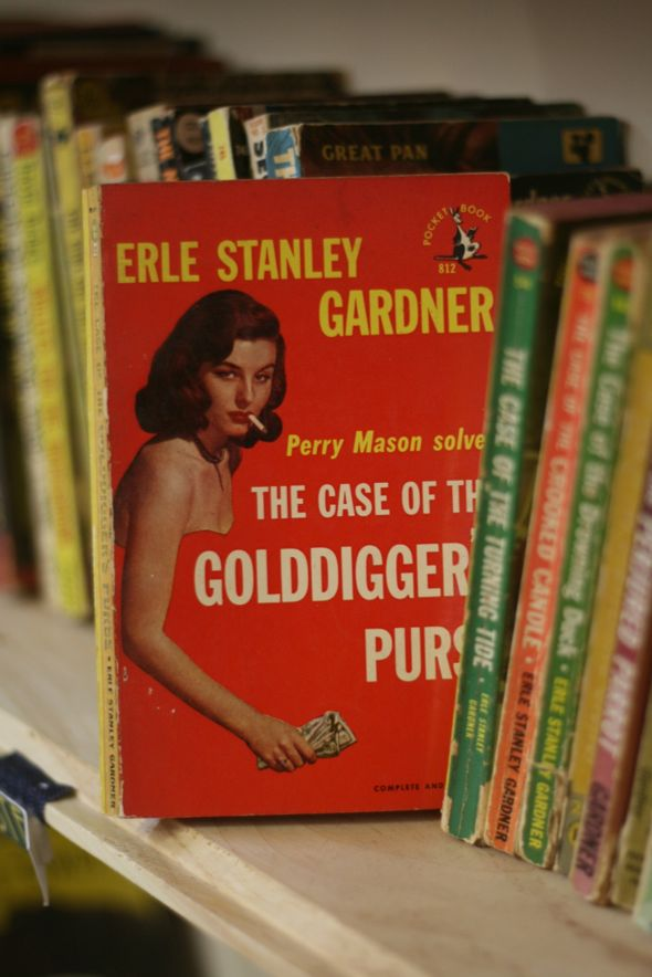 Earle Stanley Gardner, mystery novel, vintage books, The Case of the Golddigger's purse, Ottawa Street, antiques, Antique Avenue