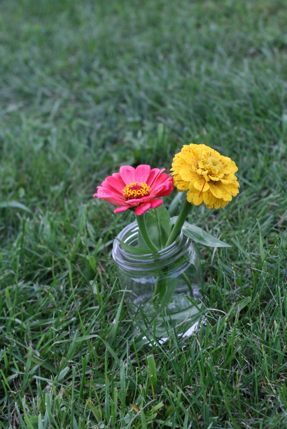 flower & mason jars, wedding, flower arrangements, DIY